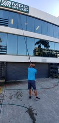 multi story window cleaning